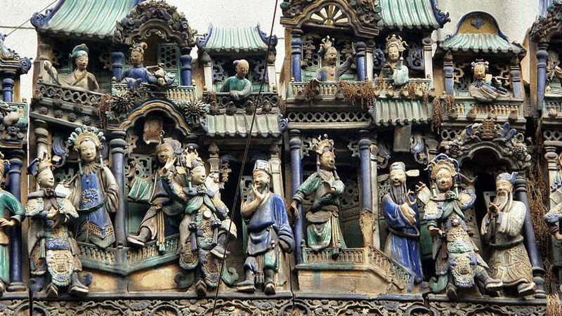 Ceramic friezes above roof line of Thien Hau Pagoda