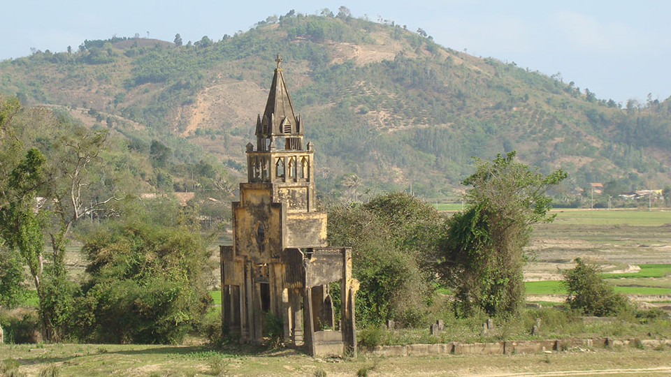 Ruin of Church at Lak lake - Vietnam beaches NhaTrang