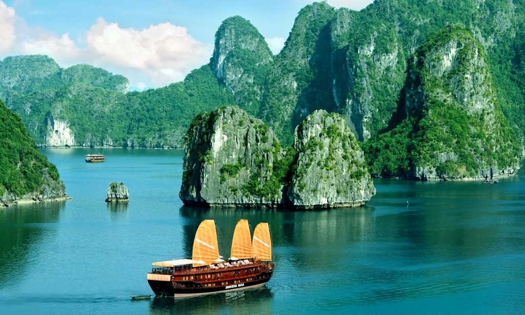 Halong bay cruise with overnight cabin