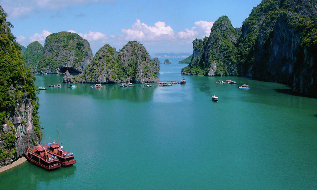 Halong bay cruise to Thien Cung cave