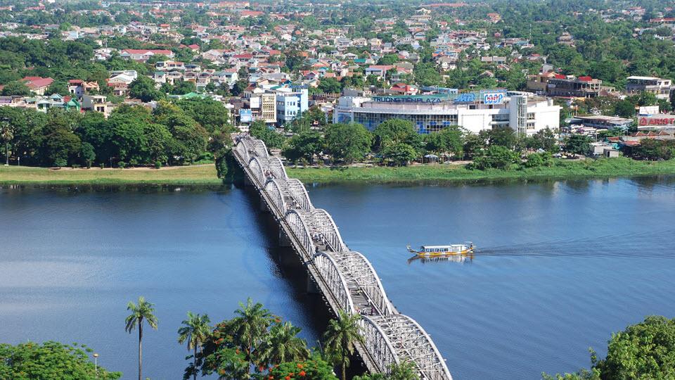 Hue Vietnam -TrangTien bridge