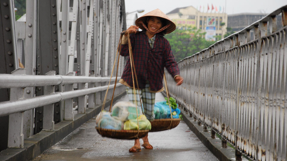 Hue Vietnam - fruit vendor on TrangTien bridge