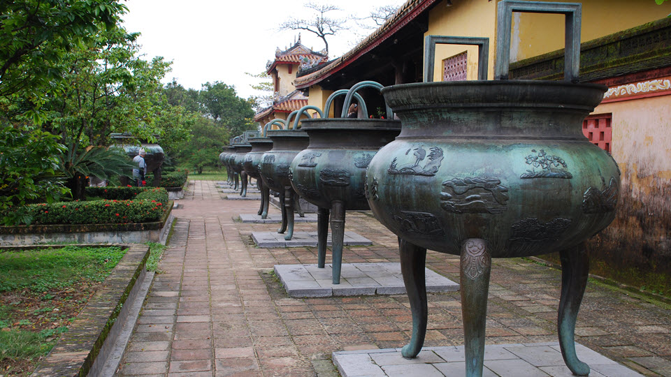 Hue imperial city - Nine dynastic urns