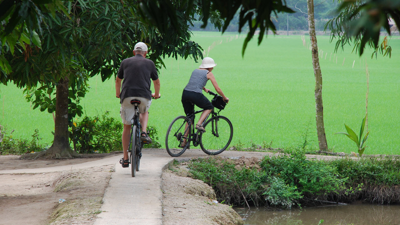 Mekong delta cycling tour 4 days