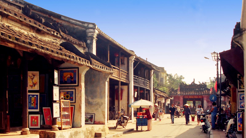 Street to Japanese bridge - Hoi an tour