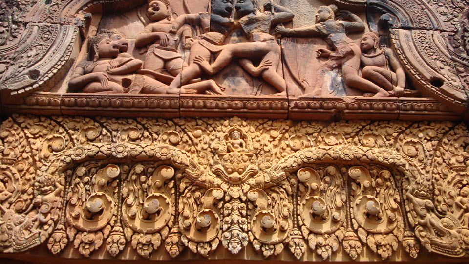 Banteay Srei temple - fight between Valin and Sugriva