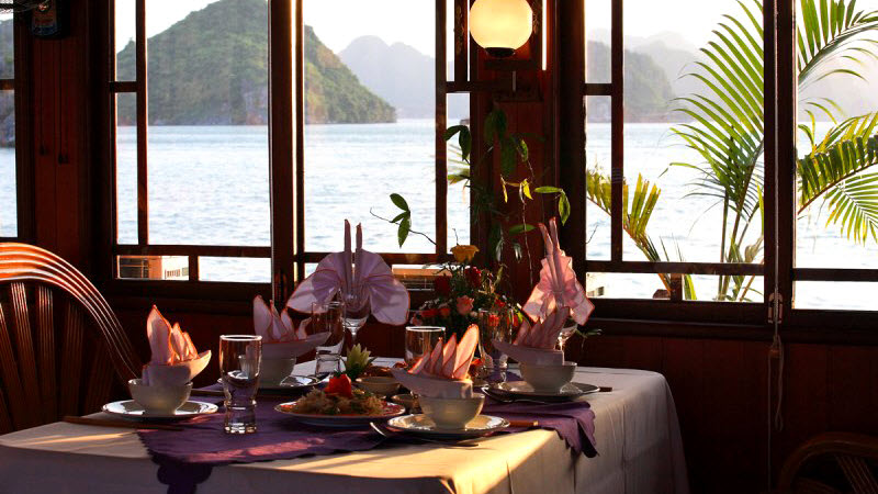 Halong bay cruise - dinner on Phoenix cruise