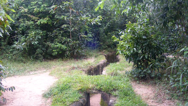 CuChi tunnels tour - guerrilla trench