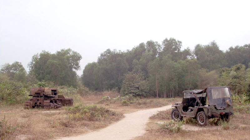 Military jeep and tank - CuChi tunnels tour