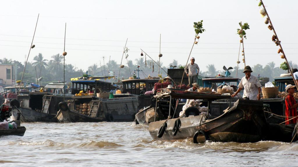 Mekong delta tours - CanTho floating market