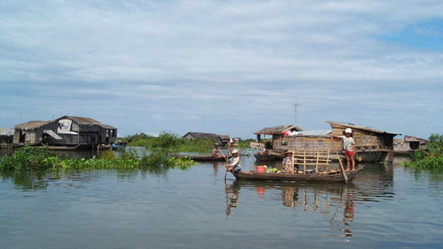 Life on Tonle Sap lake - Siemreap Cambodia