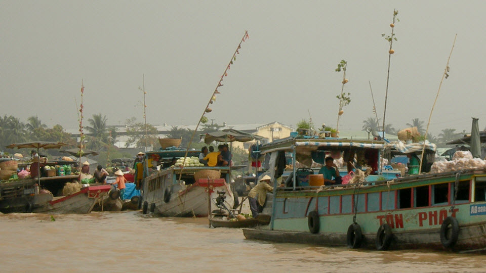 mekong river cruise - CaiRang floating market