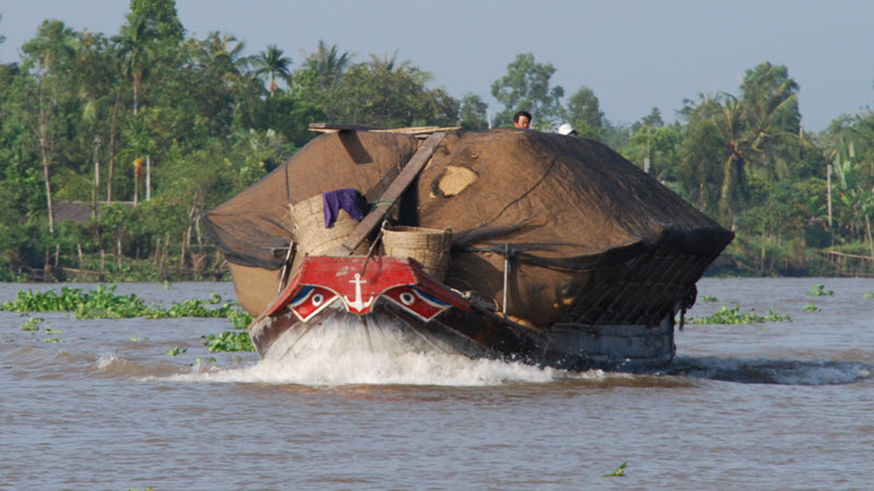 mekong river cruise - rice husk boat