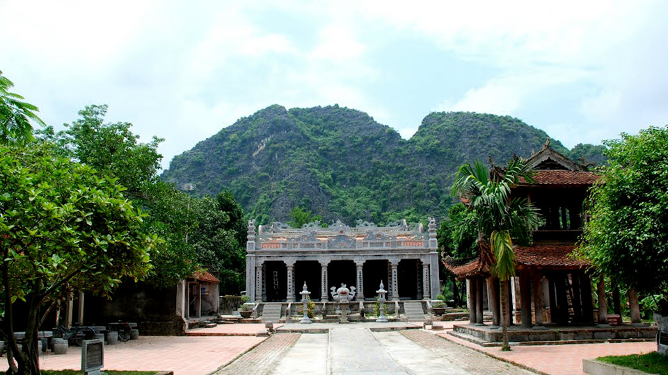 Thai vi temple in Tam Coc - Ninh Binh tour