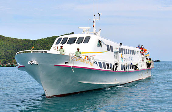 Superdong speed boat from Soc Trang to Con Dao islands