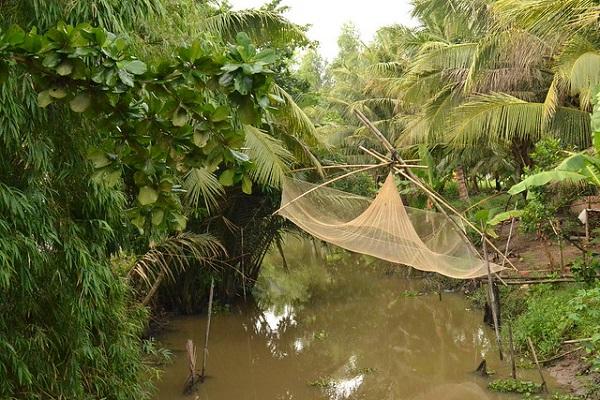 Some people make fishing scoop net